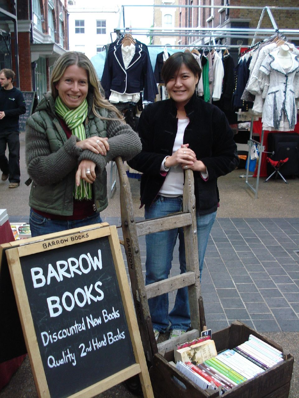 Marketing littéraire : RachelH_ - Suzanne and Regina from Barrow Books